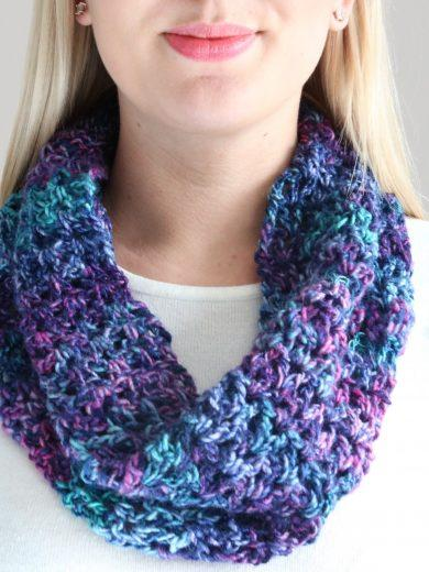 V Stitch Cowl Crochet Pattern